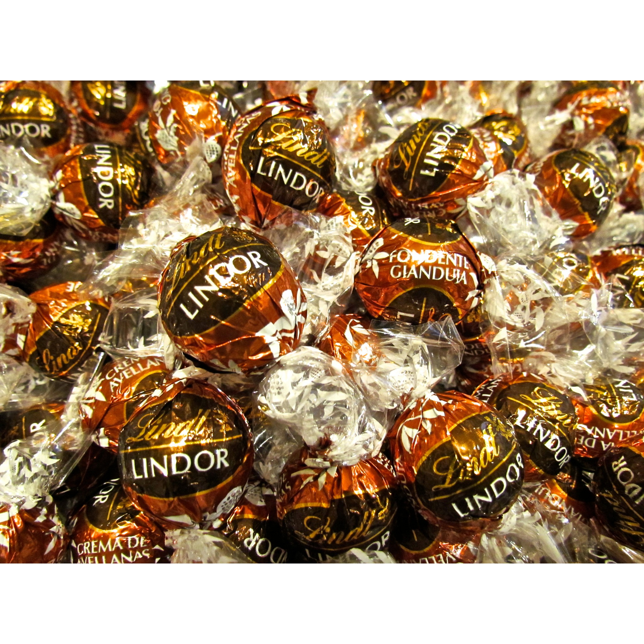 Lindt Chocolate Lindor Dark And Hazelnut Cream Shop Gift Hazelnuts 500g