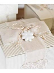 Cupido & Company - 5 Porcelain White Flowers