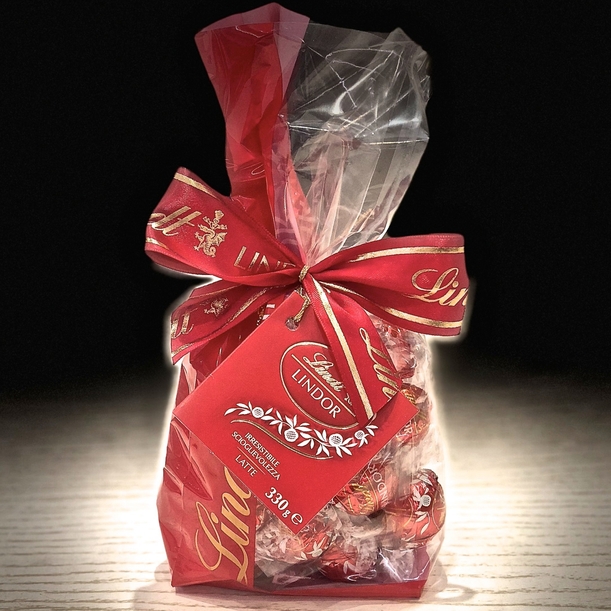 Shop Online Gift Boxes Of Chocolates Lindor Lindt Sprngli At The Dark Chocolate Milk Sachet 330g